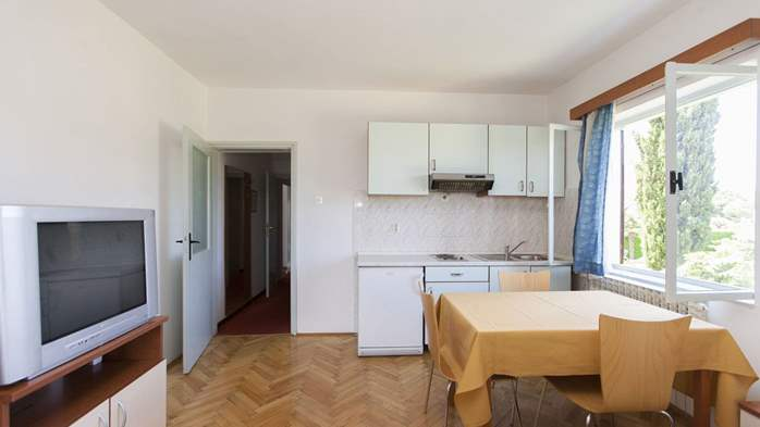 Apartment with single room and balcony for 3 persons, 4