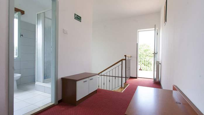 Simple, comfortable apartment for 4 persons, balcony and garden, 8