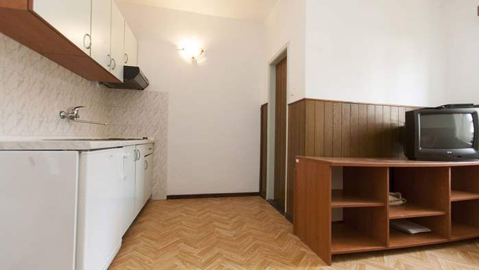 Simple, comfortable apartment for 4 persons, balcony and garden, 9