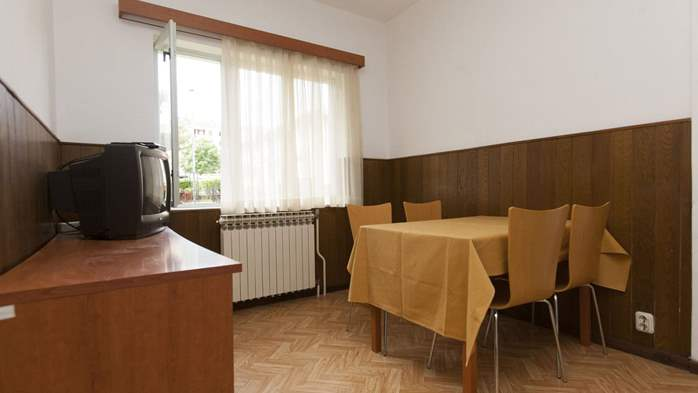 Simple, comfortable apartment for 4 persons, balcony and garden, 10