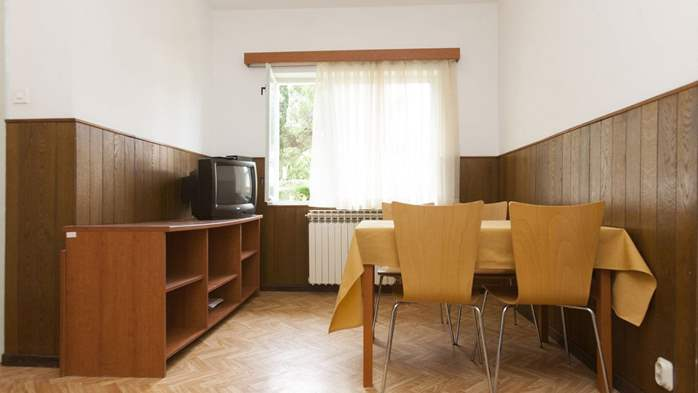 Simple, comfortable apartment for 4 persons, balcony and garden, 11