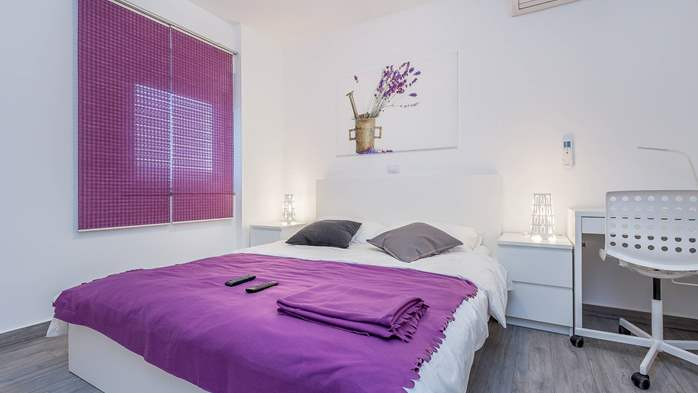 Air conditioned holiday home in Pula, with heated pool, barbecue, 18