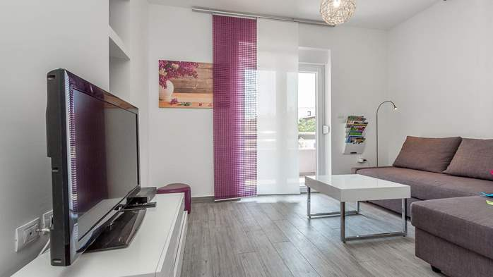 Air conditioned holiday home in Pula, with heated pool, barbecue, 10