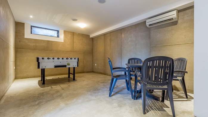 Air conditioned holiday home in Pula, with heated pool, barbecue, 26