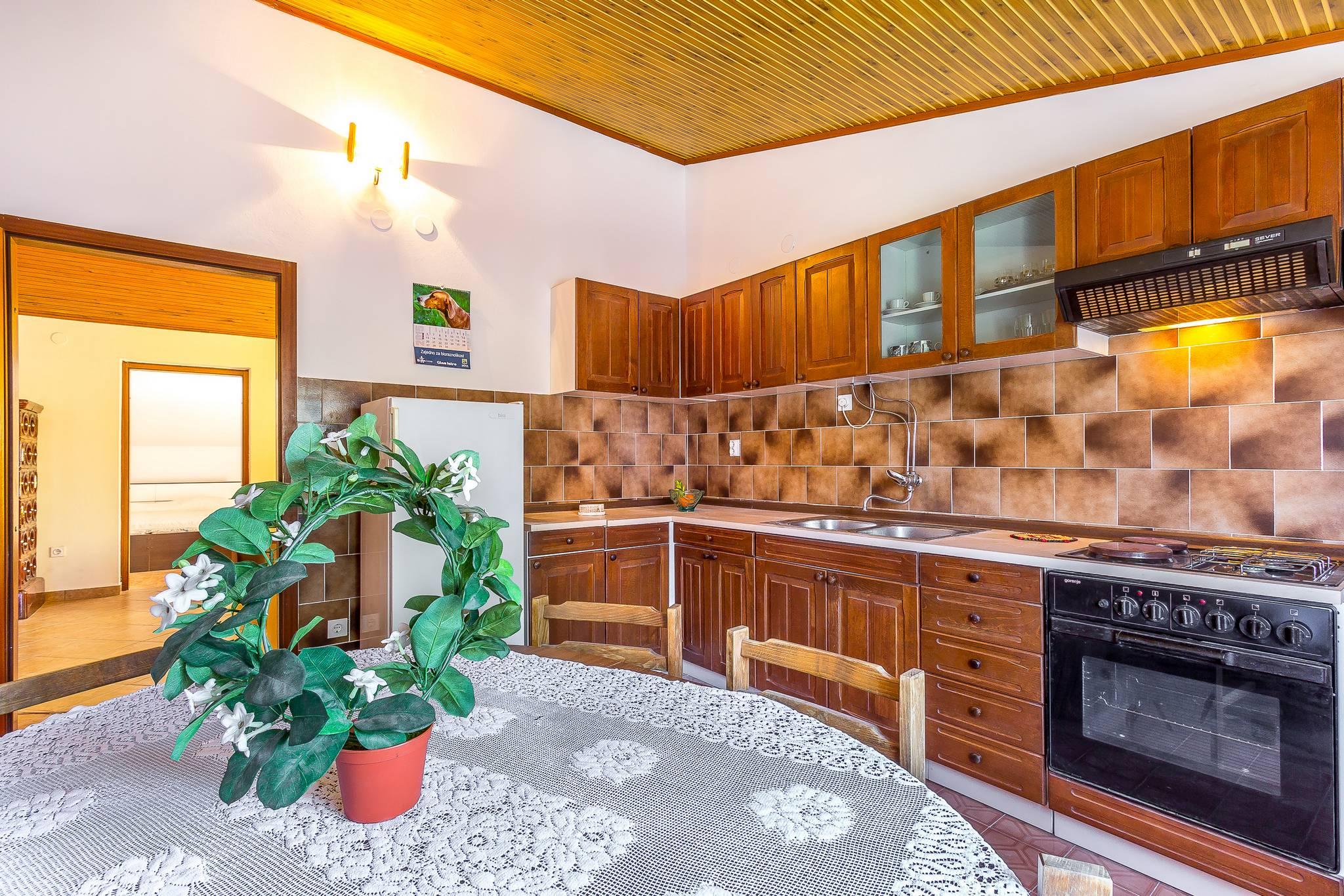 Sbirciate all 39 interno di una casa familiare con giardino for Interno di una casa
