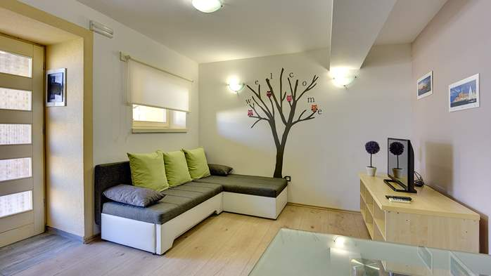 Modern villa on two floors, with pool, close to Pula, 10