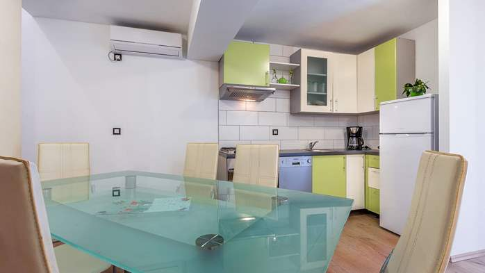 Modern villa on two floors, with pool, close to Pula, 11
