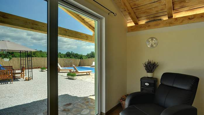 Villa with heated outdoor pool and spacious garden, for 6 persons, 15