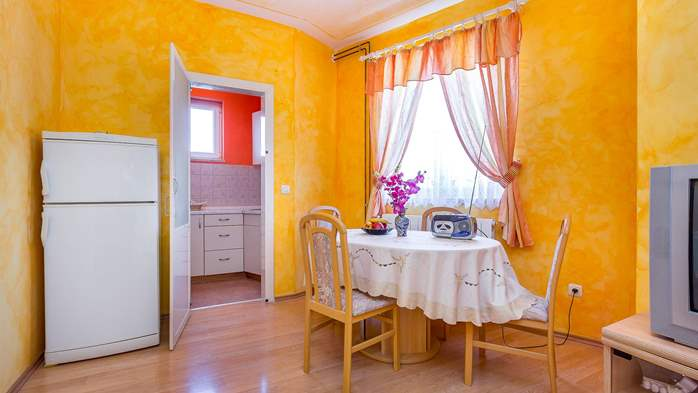 Charming and bright apartment with balcony for 4 persons, WiFi, 4