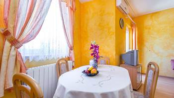 Charming and bright apartment with balcony for 4 persons, WiFi, 5