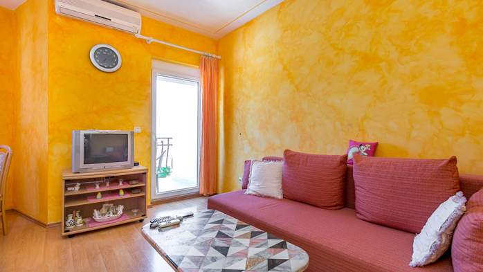 Charming and bright apartment with balcony for 4 persons, WiFi, 1