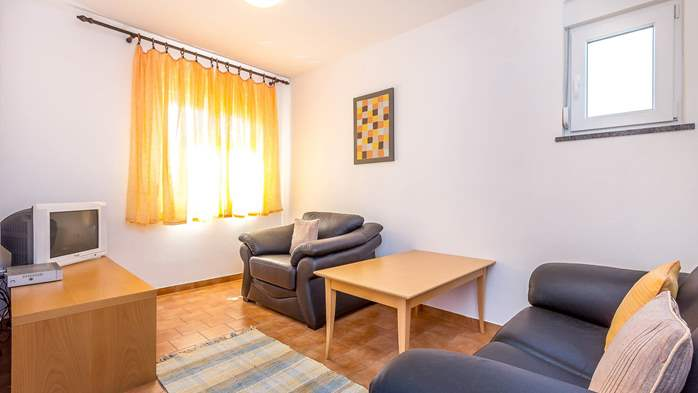 Large apartment on 2nd floor with private balcony and 2 bedrooms, 1