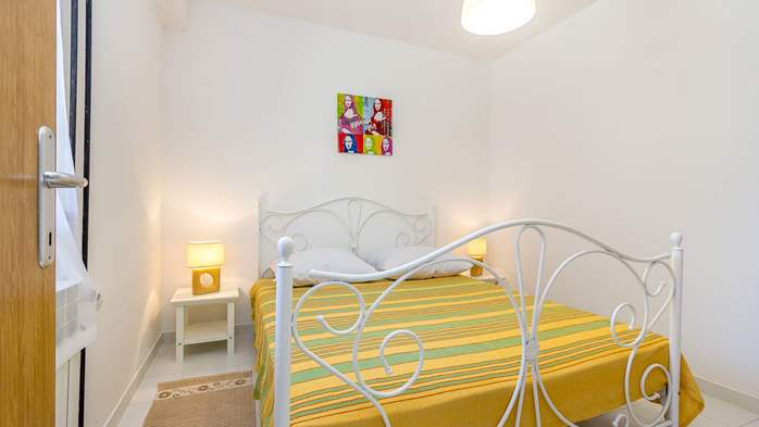 Nice apartment with delightful colors for 3 persons with sea view, 2