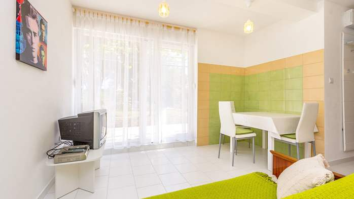 Nice apartment with delightful colors for 3 persons with sea view, 4