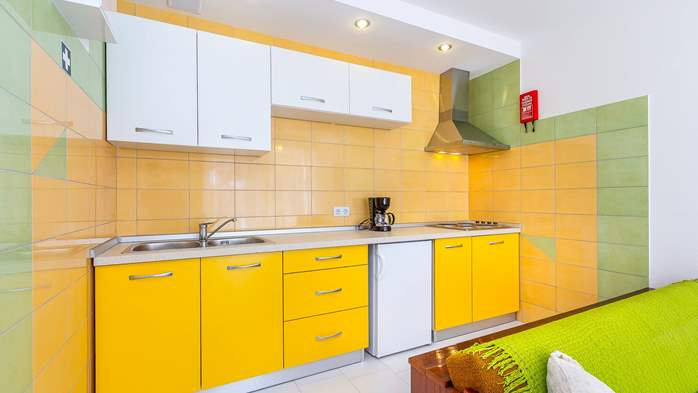 Nice apartment with delightful colors for 3 persons with sea view, 3