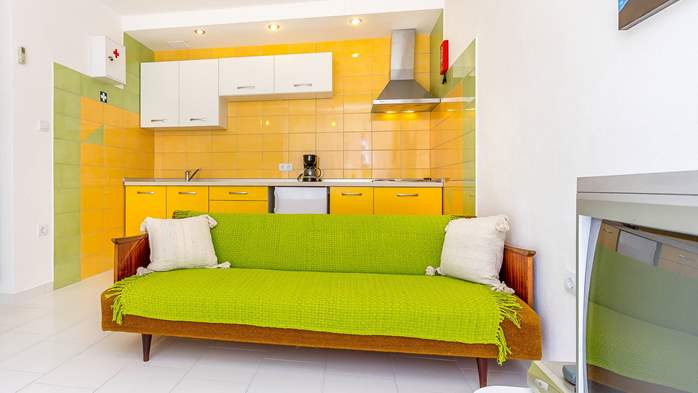 Nice apartment with delightful colors for 3 persons with sea view, 5