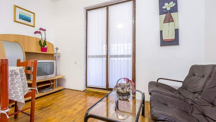 Cozy apartment for 5 people, with air conditioning and WiFi, 9