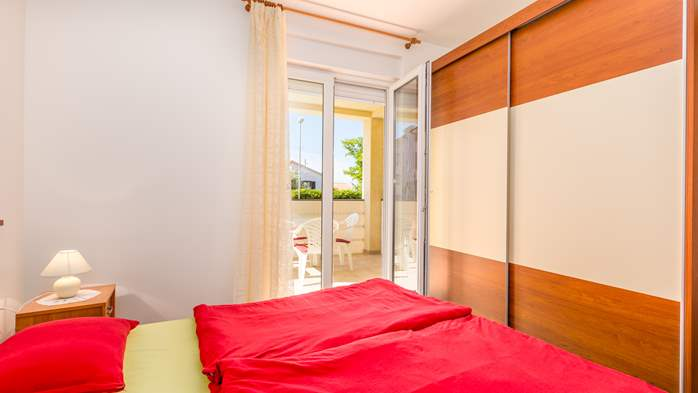 Nicely decorated apartment in Valbandon can host up to 5 persons, 11