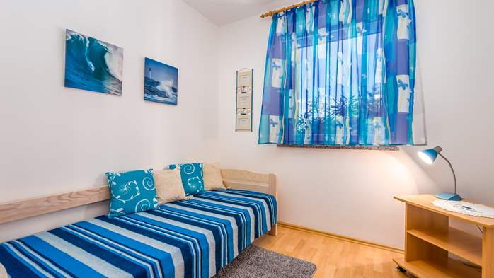 Nicely decorated apartment in Valbandon can host up to 5 persons, 8
