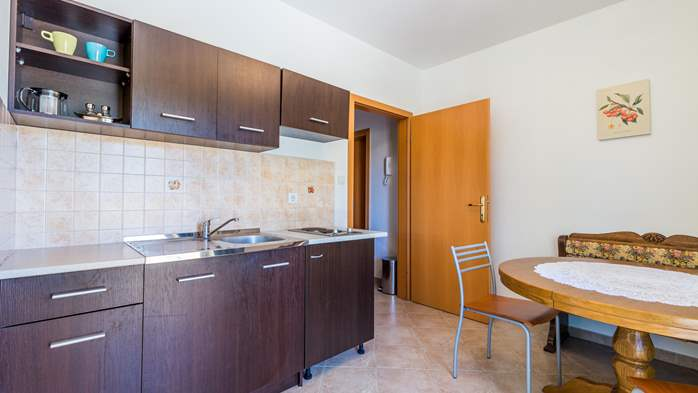 Nicely decorated apartment in Valbandon can host up to 5 persons, 4