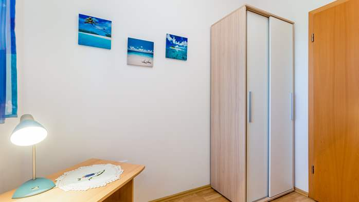 Nicely decorated apartment in Valbandon can host up to 5 persons, 14