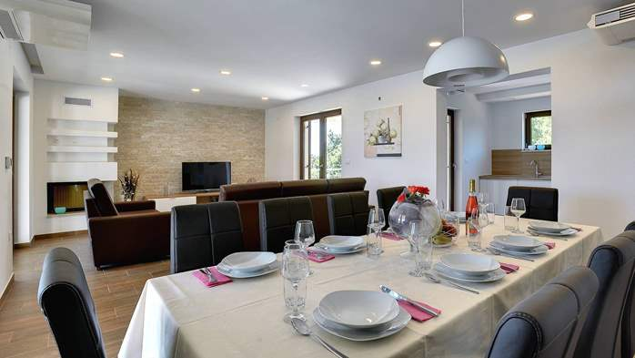 Luxuriously furnished villa with a private  heated pool, 18