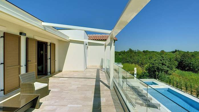 Luxuriously furnished villa with a private  heated pool, 35