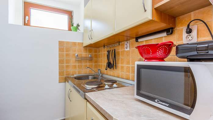 Newly renovated holiday home, traditional style, air conditioning, 8