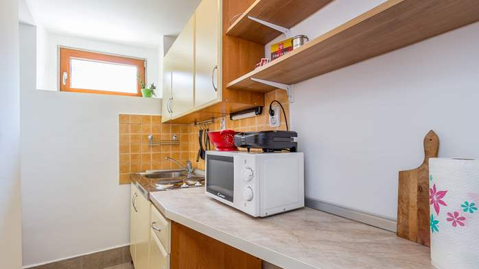 Newly renovated holiday home, traditional style, air conditioning, 9