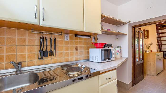 Newly renovated holiday home, traditional style, air conditioning, 10