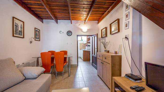 Newly renovated holiday home, traditional style, air conditioning, 11