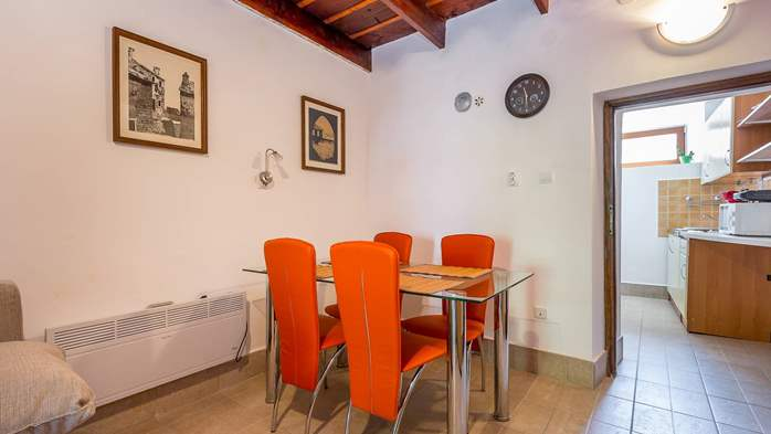 Newly renovated holiday home, traditional style, air conditioning, 13