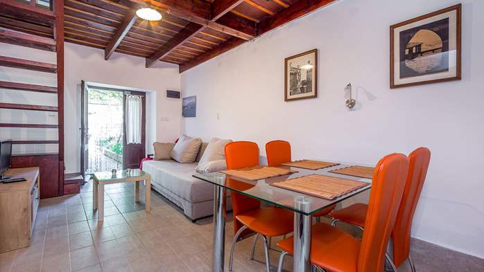 Newly renovated holiday home, traditional style, air conditioning, 14