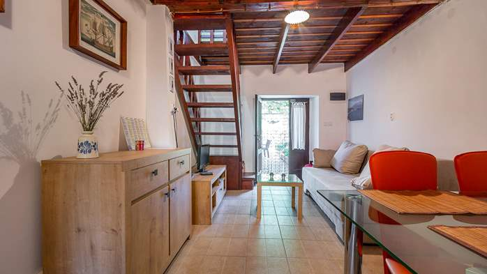 Newly renovated holiday home, traditional style, air conditioning, 15