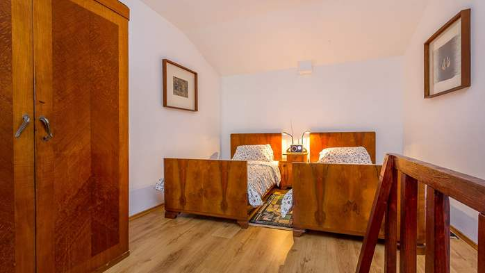 Newly renovated holiday home, traditional style, air conditioning, 17