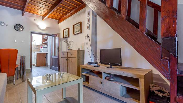 Newly renovated holiday home, traditional style, air conditioning, 18