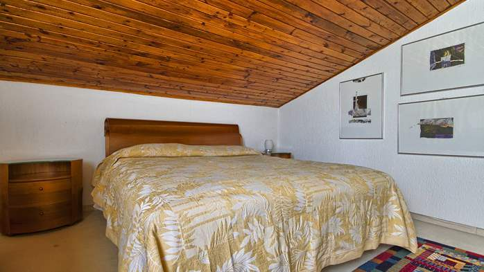 Spacious apartment on two floors with 3 bedrooms, WiFi, 5