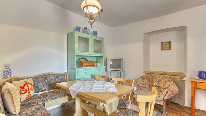 Rustic apartment for 4 persons on two floors with pool, 1