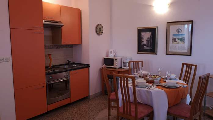 Apartment with three bedrooms for seven persons, three bathrooms, 2