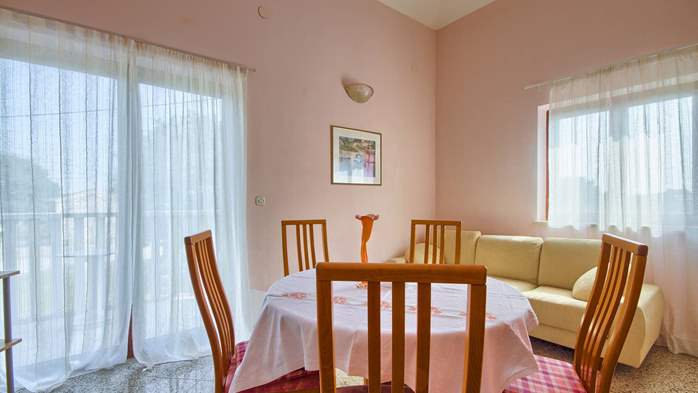 Apartment with three bedrooms for seven persons, three bathrooms, 5