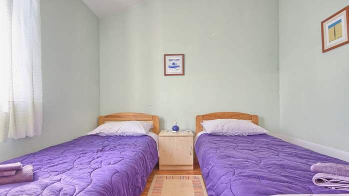 Apartment with three bedrooms for seven persons, three bathrooms, 6