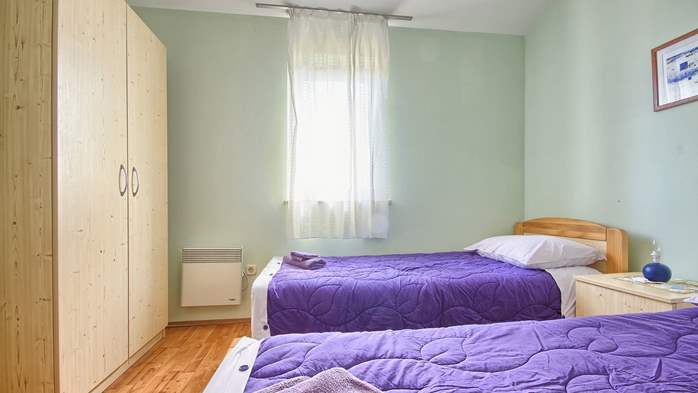 Apartment with three bedrooms for seven persons, three bathrooms, 13