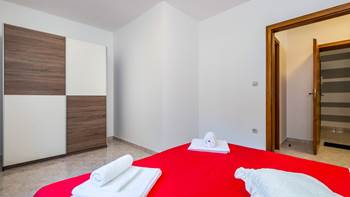Large, comfortable apartment near the sea, in Pula, for 4 persons, 11