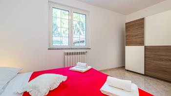 Large, comfortable apartment near the sea, in Pula, for 4 persons, 12