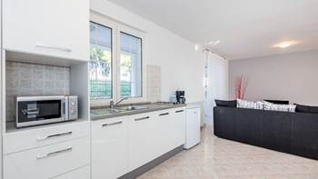 Large, comfortable apartment near the sea, in Pula, for 4 persons, 5
