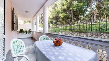 Large, comfortable apartment near the sea, in Pula, for 4 persons, 16