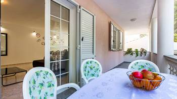 Large, comfortable apartment near the sea, in Pula, for 4 persons, 15