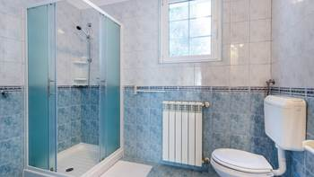 Large, comfortable apartment near the sea, in Pula, for 4 persons, 13