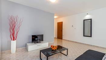 Large, comfortable apartment near the sea, in Pula, for 4 persons, 4