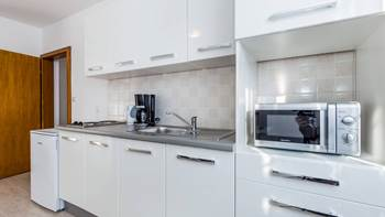 Bright, modernly furnished apartment for 4 persons near the sea, 4